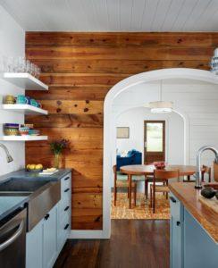 Горизонтальное ламинирование стен в кухне