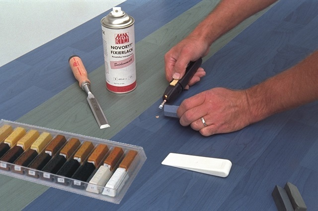Использование шпаклевки расплава для заделывания изъянов поверхности