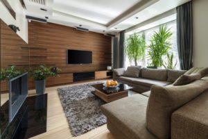 Ламинатная стена в гостиной