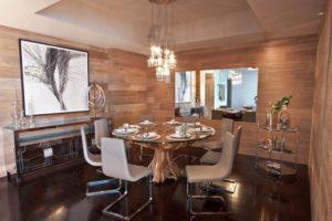 Оформление ламинатом всех стен в гостиной