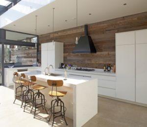 Рабочая стена кухни из ламината