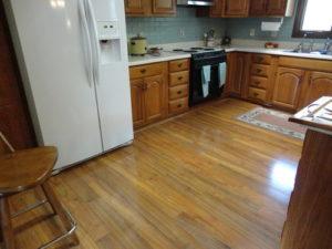 Использование водостойкого ламината в кухне
