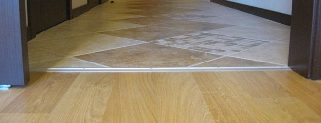 Как правильно сделать стык ламината и плитки