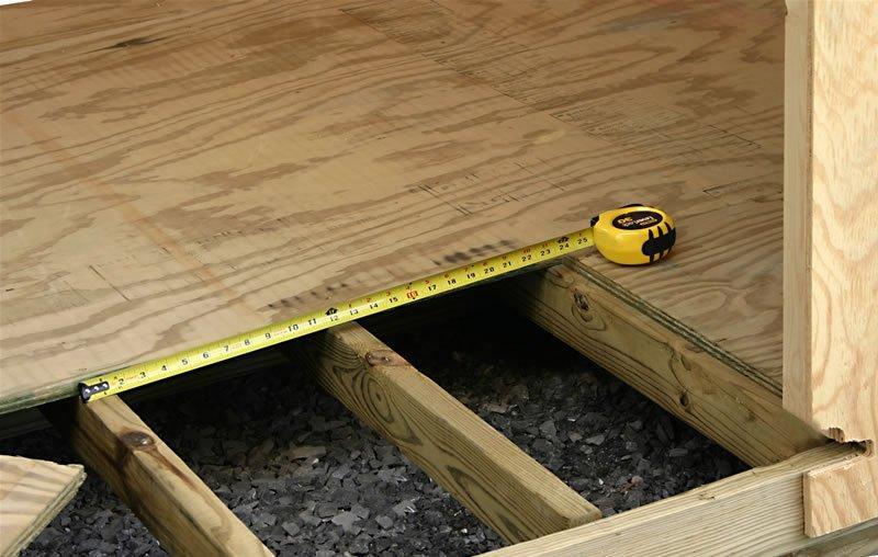 Ламинат на деревянном полу