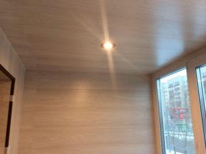 Ламинат в оформлении балкона