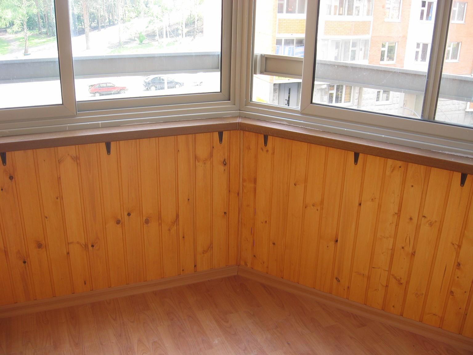 Отделка балкона вагонкой и ламинатом