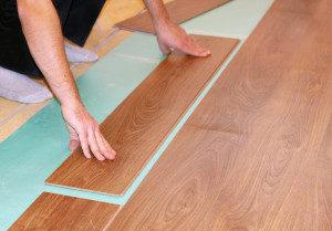 Как правильно класть ламинат на деревянный пол