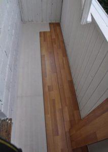 Укладка ламината на балконный пол