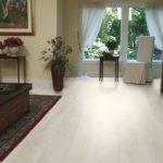 Белый ламинат в доме