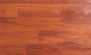 Дорогой современный ламинат, созданный из красного дерева