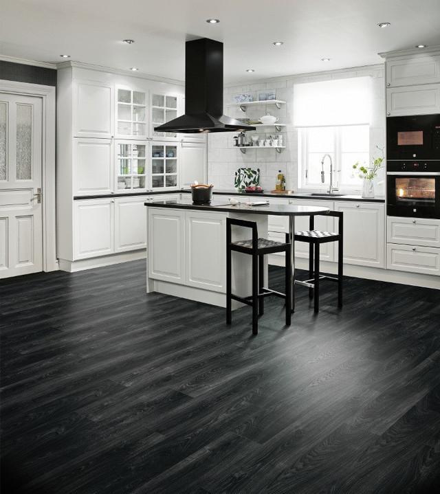 Черный линолеум на кухне