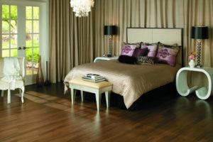 Интерьер спальни с применением ламината