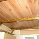 Как использовать ламинат на потолке