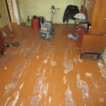 Как подобрать качественную краску для ламината