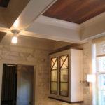 Как выглядит ламинат на потолке