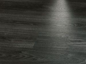 Красивый черный ламинат для дома