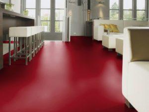 Матовая поверхность ламината красного цвета
