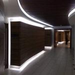 Особенности подсветки стены из ламината