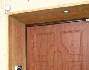 Отделка двери из ламината