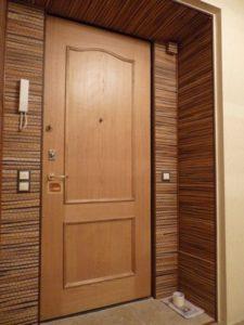 Практичные двери на основе ламината