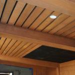 Пример применения ламината на потолке