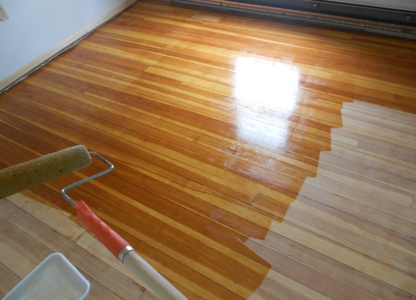 Стоит ли покрасить ламинат в доме