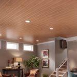 Вариант отделки потолка на основе ламината