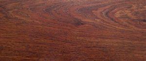 Вариант применения ламината из красного дерева