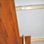 Как крепить ламинат к потолку