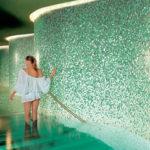 Стеклянная плитка – удивительное сочетание изысканной красоты и практичности