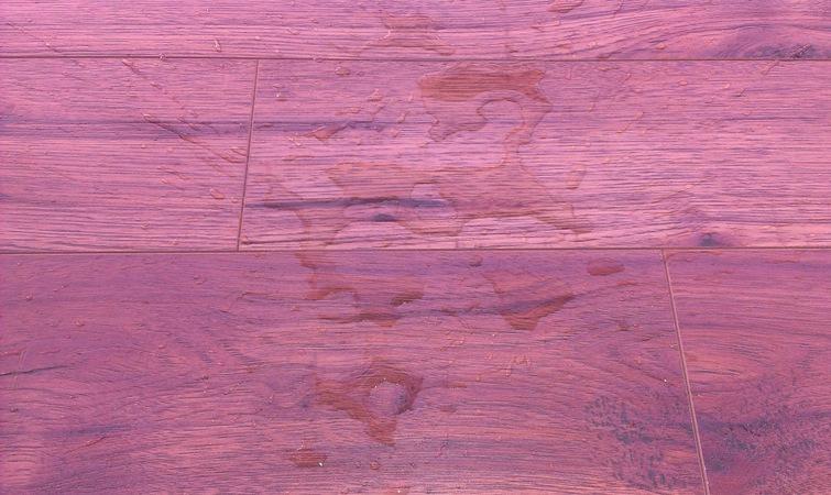 Влагостойкий розовый ламинат
