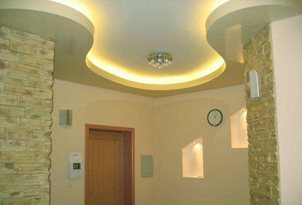 Плюсы и минусы применения натяжного потолка