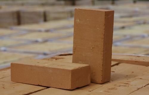 Выбираем из чего строить стены классический кирпич
