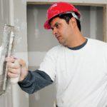 Как правильно прошпаклевать стены?