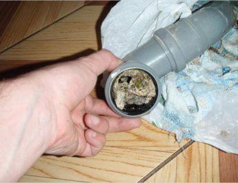 Засоры в трубах канализации. Причины и устранение
