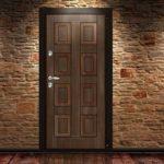 Теплая входная дверь – какую выбрать