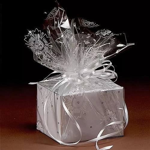 как упаковать подарок в прозрачную пленку для цветов