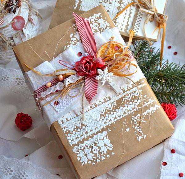 упаковка и декор подарка на Новый год