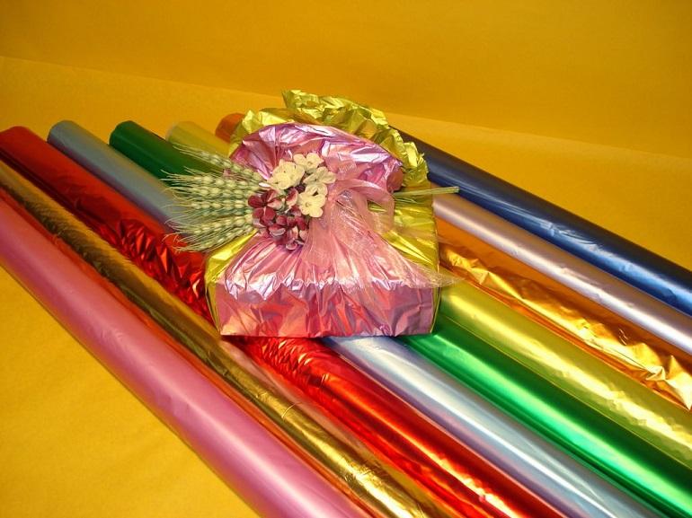 упаковочная пленка и фольга для цветов и подарков