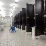 Обустройство общественных туалетов – перегородки