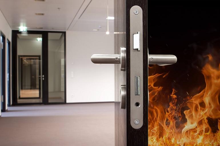 противопожарная входная дверь